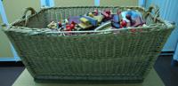 Waschkorb gefüllt mit Stempel